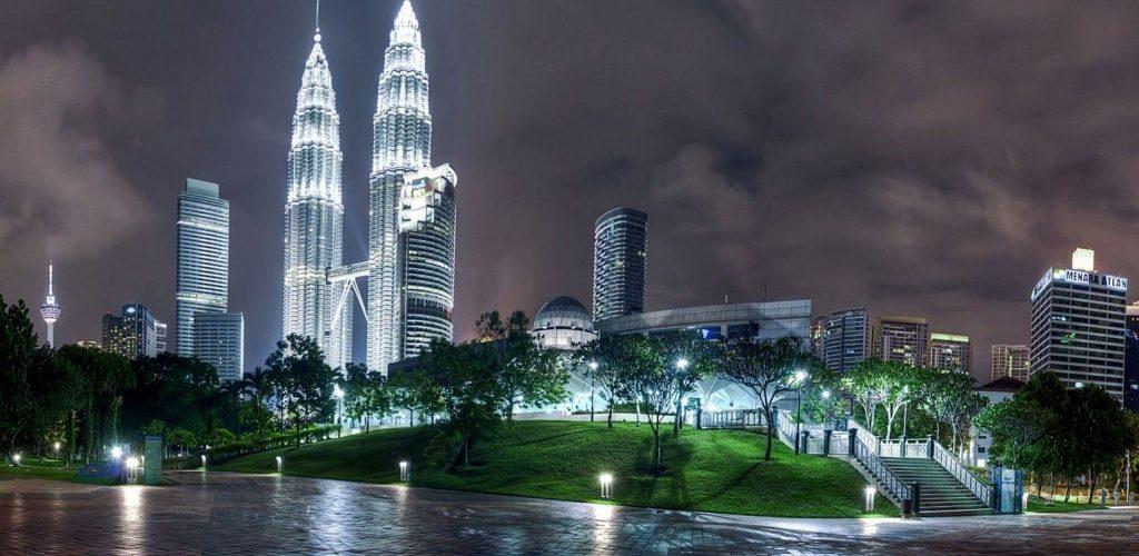 kuala_lumpur_malaysia_night_architecture_69301_2560x1600